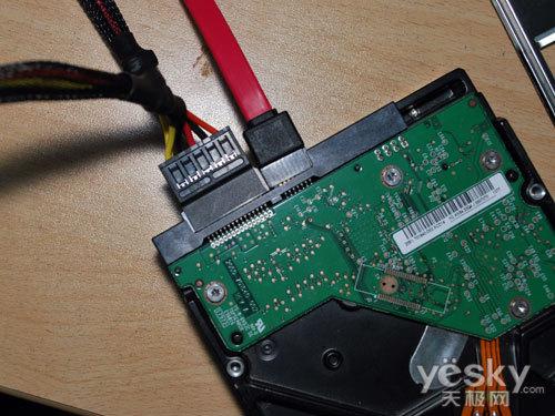 硬盘电源线及数据线接法