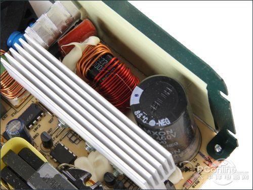 在二级emi电路上,安钛克ea-380d配置比较丰富,搭配了两个磁环线圈