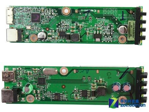 该款移动硬盘的底座电路板走线清晰,焊点饱满,电气元件整齐有序,其