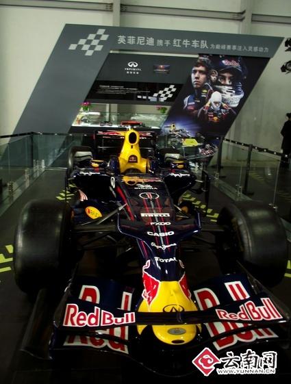 f1世界冠军红牛车队维特尔的赛车高清图片