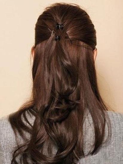 这样效果更明显!边侧头发居中更显谨慎有型!