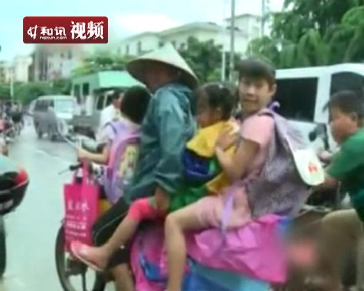 海南 小学生/实拍海南小学生8人挤坐三轮校车上下学