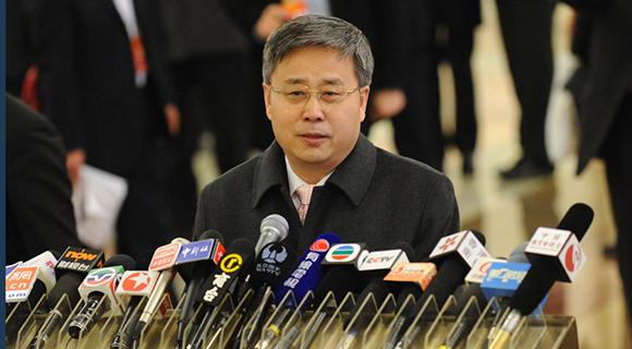证监会主席郭树清接受记者群访