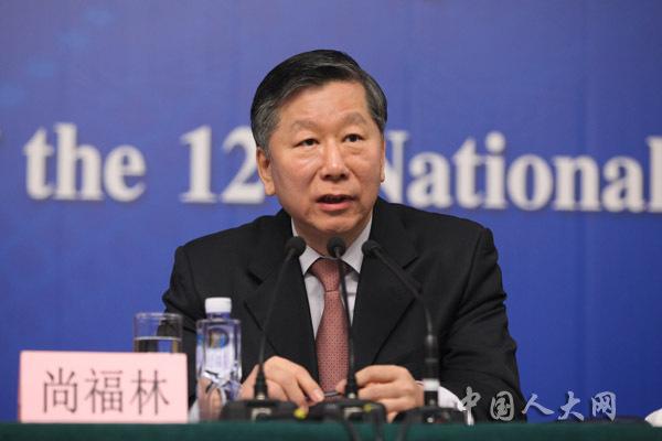 尚福林:中国对过剩落后产能严格控制信贷
