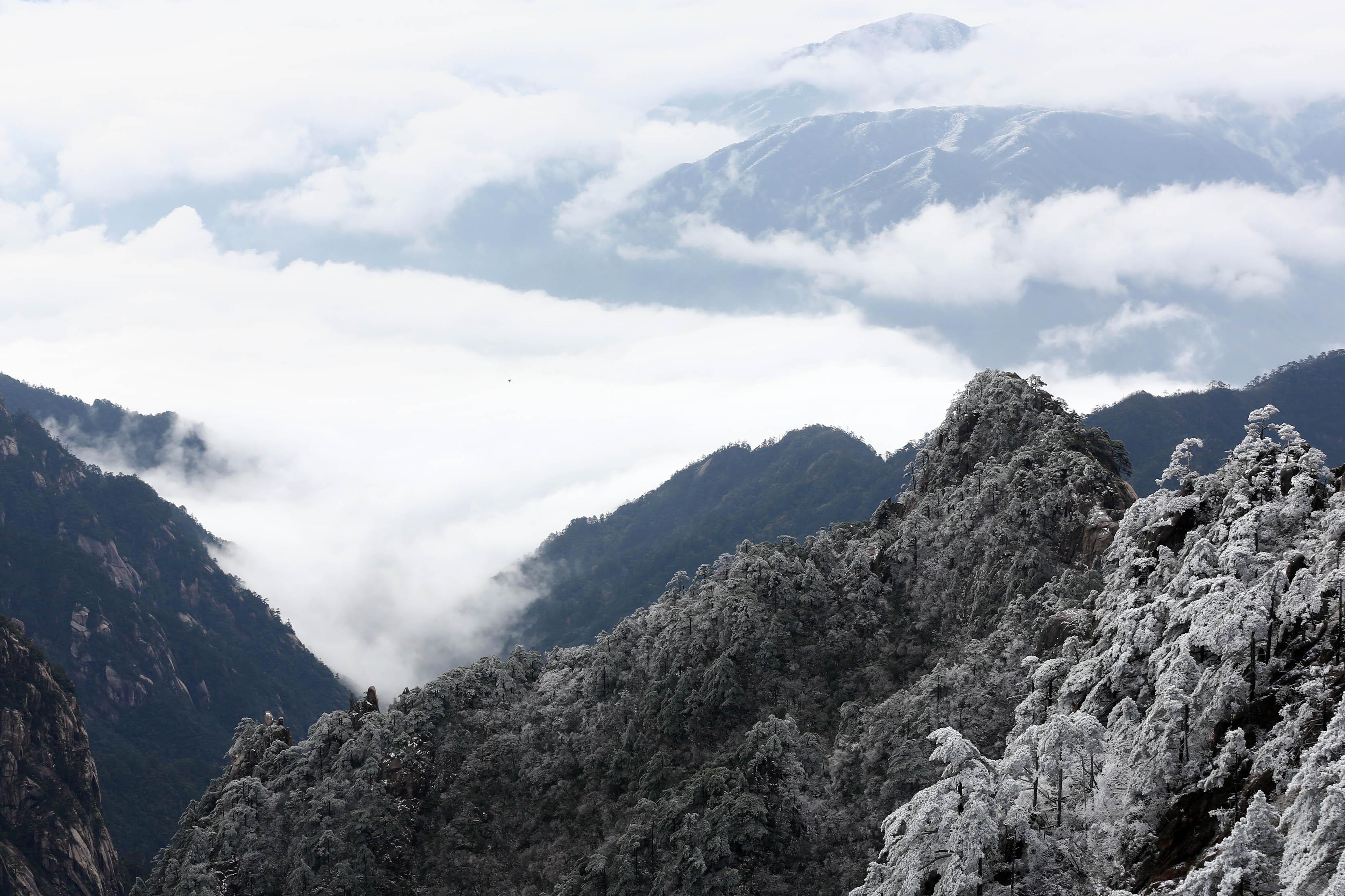 安徽省黄山风景区迎来四月雪