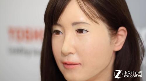 酷似真人导购 日本商场配备美女机器人