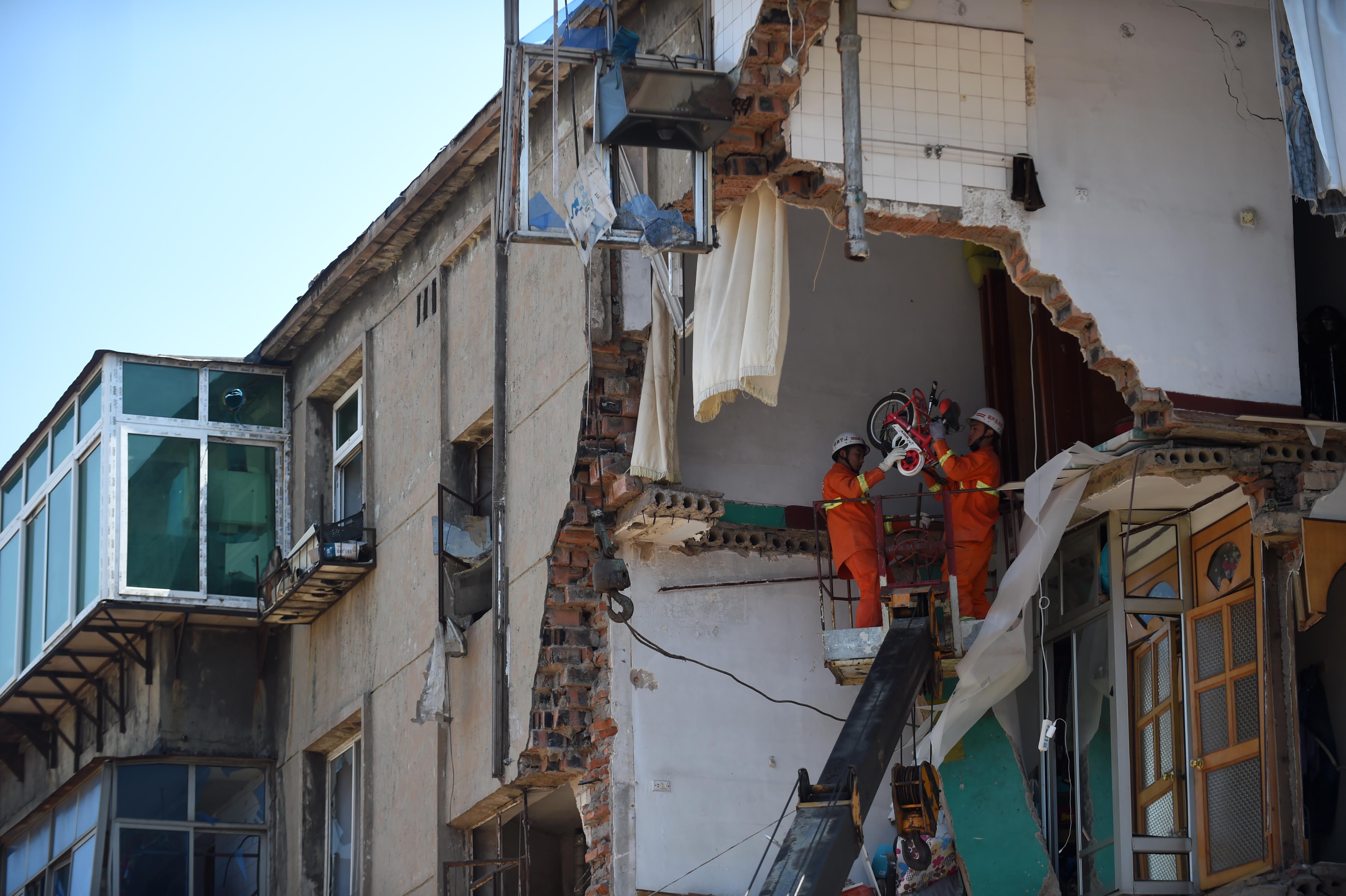 (锐视角)(3)辽宁葫芦岛居民楼爆炸救援工作全面展开