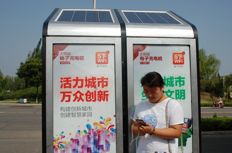 (锐视角)免费太阳能充电桩亮相张家口