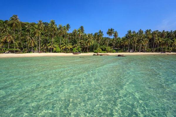 阁骨岛是距离达叻府海岸最远的岛屿,面积仅次于象岛,这里很多沙滩都备受游人喜爱,例如如塔咆海滩(Taphao)、空抄海滩(Khlong Chao)、空欣海滩(Khlong Hin)等。库赖海滩(Kluai)被公认为阁骨岛水质最佳的一个去处,这里的自然景观较为多元化,山地、平原、瀑布、溪流不一而足,海岸线崎岖多石,丝绸般的细沙亦为其增添了优雅的风韵。